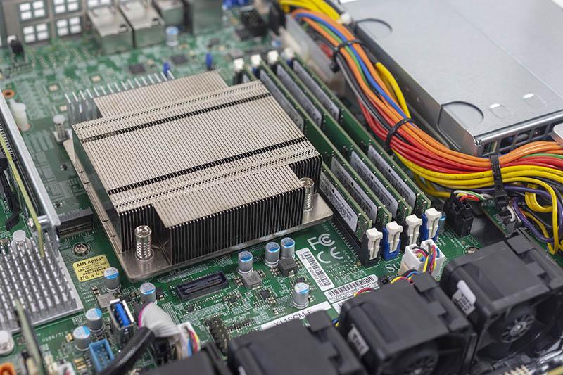 Đánh giá máy chủ SuperMicro SYS-5019C-MR
