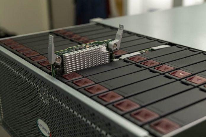 'Trên tay' máy chủ lưu trữ dạng top-loader Supermicro 60-Bay