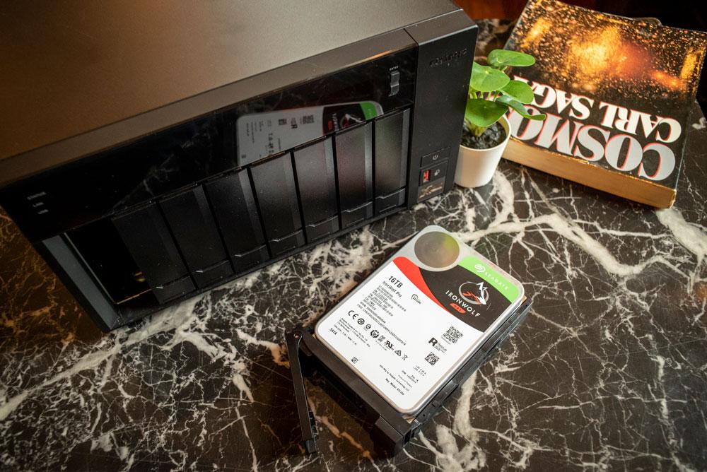 Thiết bị lưu trữ NAS/DAS QNAP chuẩn Thunderbolt dành cho Nhà dựng phim, Thiết kế